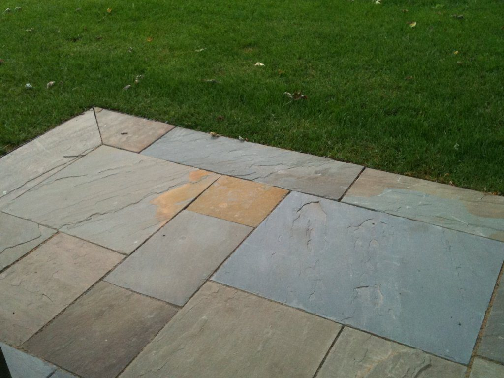 Natural bluestone trimmed with contrasting pattern