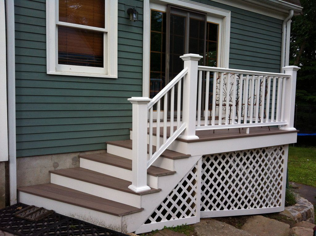 Breakfast deck with Custom Staircase (Lattice View)